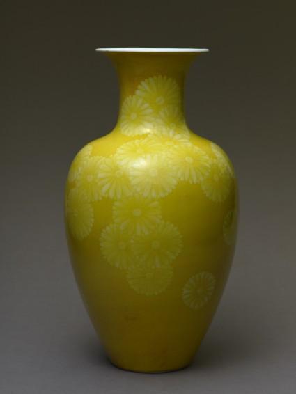 Baluster vase with stylized chrysanthemumsside