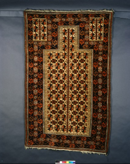 Baluchi prayer rug with geometric shapesfront
