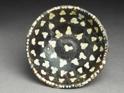 Bowl with dotted decorationtop
