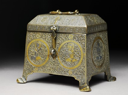 Casket with figural decorationside