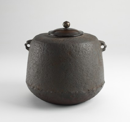 Iron tea kettleoblique, closed