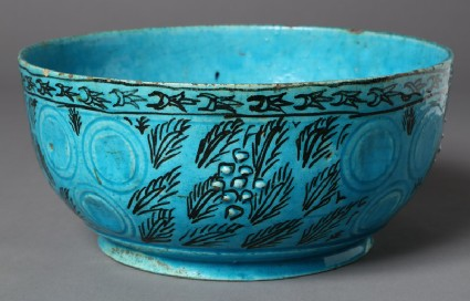 Bowl with leaf decorationfront