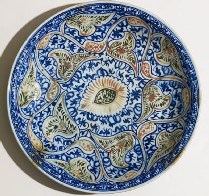 Dish with vegetal decorationtop