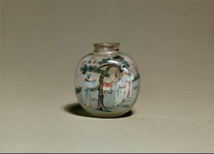 Snuff bottle with figures by a treeside