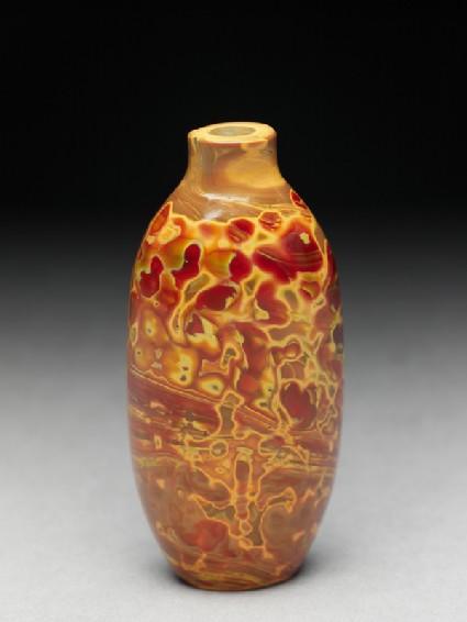 Glass snuff bottleoblique