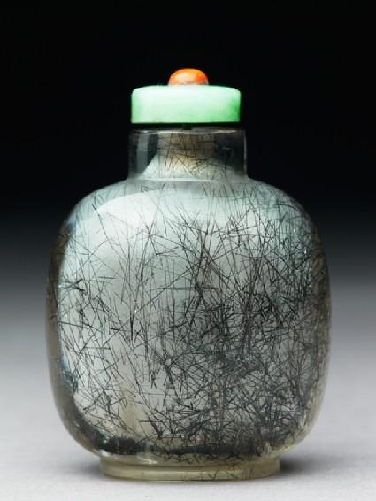 Crystal snuff bottlefront