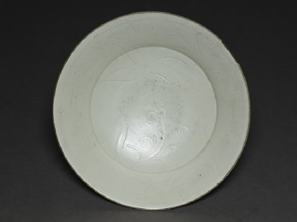 White ware dish with lotus decorationtop