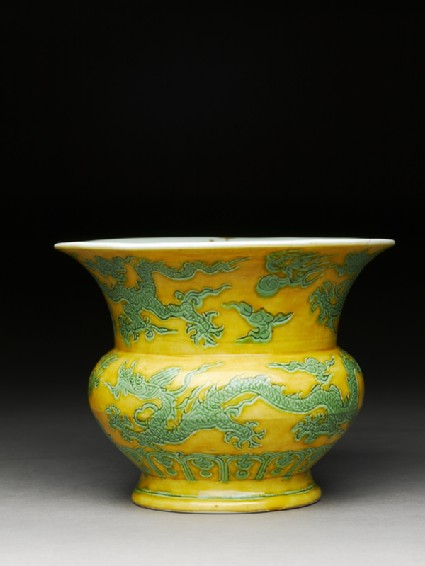 Spittoon with dragonsside