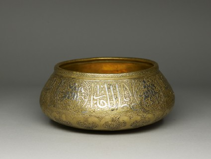 Bowl with figural and calligraphic decorationoblique