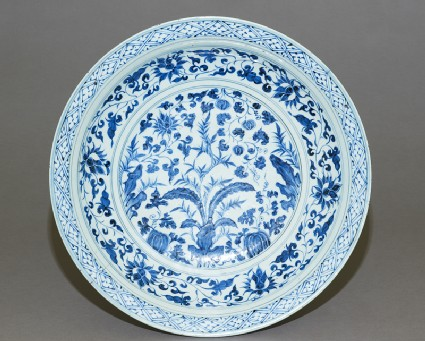 Blue-and-white dish with plantstop