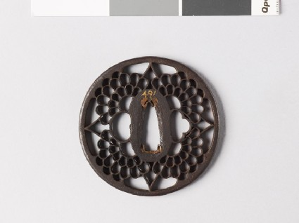 Round tsuba with four chrysanthemum flowersfront