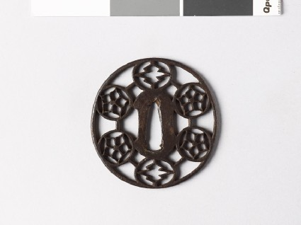 Tsuba with tessen, or clematis, and matsukawa-bishi, or overlapping lozengesfront