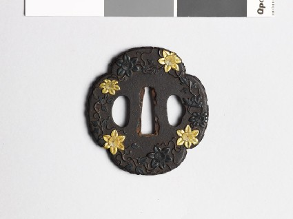 Mokkō-shaped tsuba with trails of clematisfront