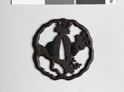 Tsuba with gosan-no-kiri, or paulownia leavesfront