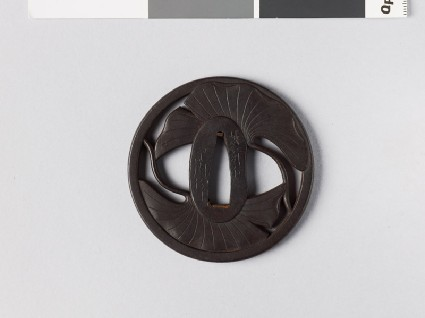 Round tsuba with gingko leavesfront