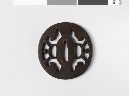 Tsuba with tripartite cusp designfront