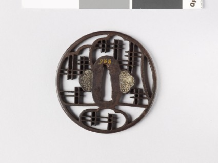 Round tsuba with lattice workfront