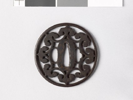 Round tsuba with floriated cuspsfront