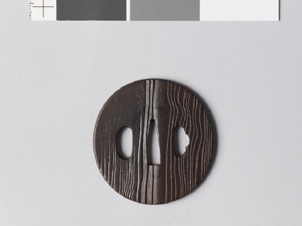 Tsuba with wood grain decorationfront