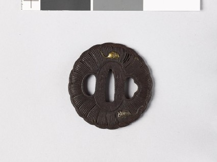 Lobed tsuba in the form of a rice bale with two ratsfront