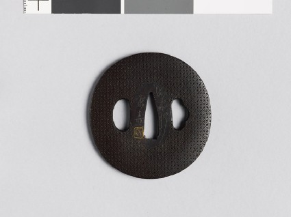 Lenticular tsuba with shippō diaper of interlaced circlesfront