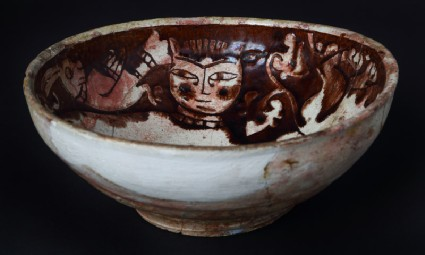 Bowl with lions and birdsfront