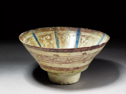 Bowl with lustre decorationoblique