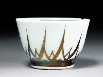 Cup with lustre decorationside