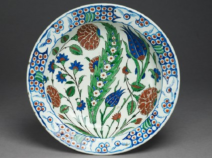 Dish with leaf and flowerstop
