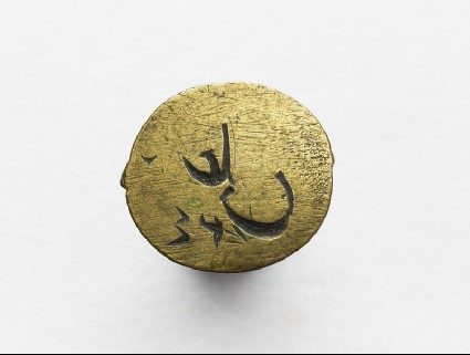 Oval signet with inscription in cursive scriptfront