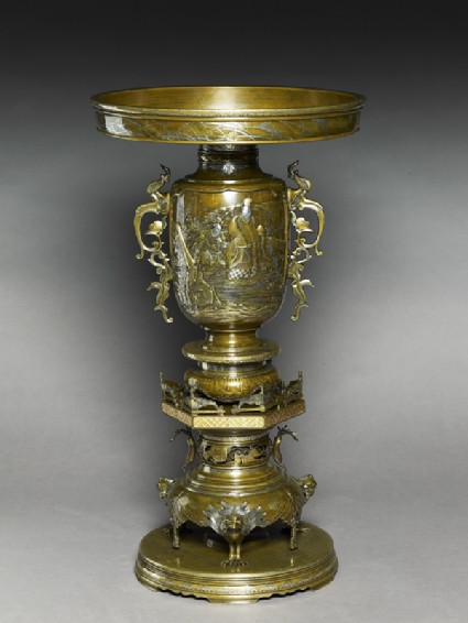 Vase with scenes of a courtier and two attendantsoblique
