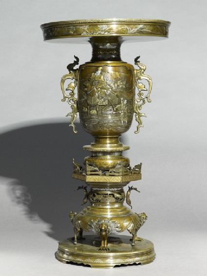 Vase with scenes of a courtier on a horseside