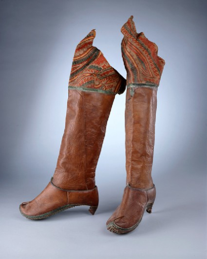 Pair of riding bootsoblique