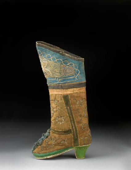 Boot with flowersside