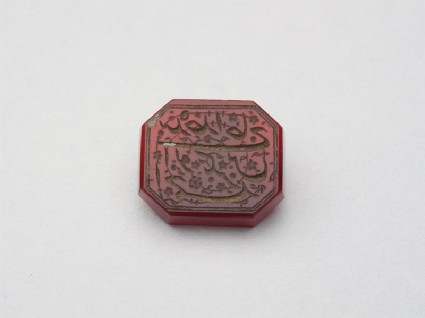 Octagonal bezel seal with nasta'liq inscription and floral decorationfront