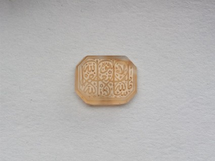 Octagonal bezel amulet with thuluth inscription and linear decorationfront