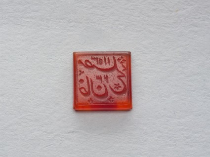 Square bezel seal with nasta'liq inscription and floral decorationfront