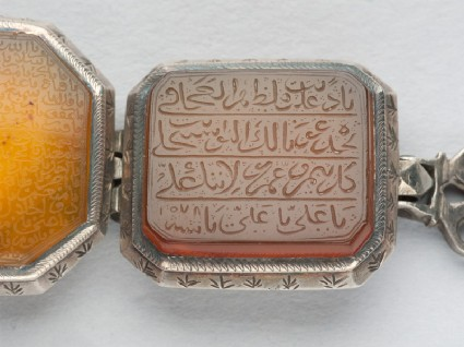Octagonal bezel amulet from a bracelet, with thuluth inscriptionfront