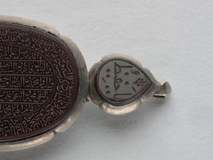 Heart-shaped bezel amulet from a bracelet, with thuluth inscriptionfront