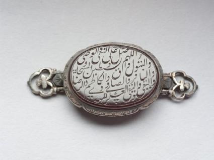 Oval bezel amulet from a bracelet, with nasta'liq inscriptionfront