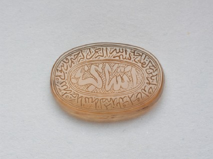 Oval bezel amulet with thuluth inscription and concentric circle decorationfront