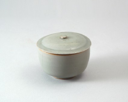 Greenware bowl and lidfront