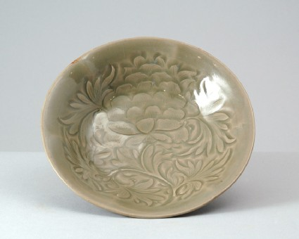Greenware dish with peony decorationoblique