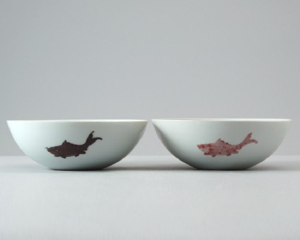 Bowl with two carpfront