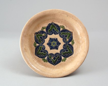 Tripod dish with floral hexafoilfront