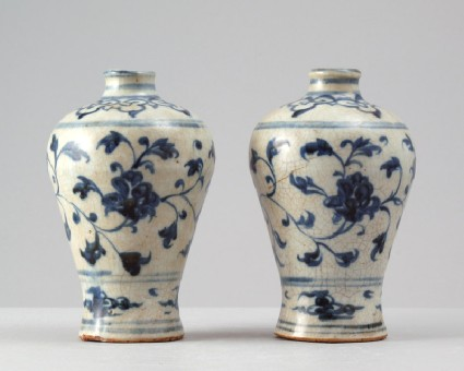 Blue-and-white vase with floral decorationfront
