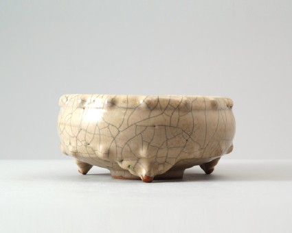 Ge ware bowl in the form of a drumfront