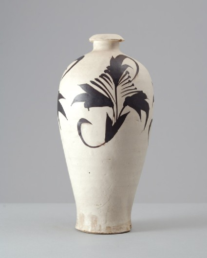 Cizhou ware vase with floral decorationfront