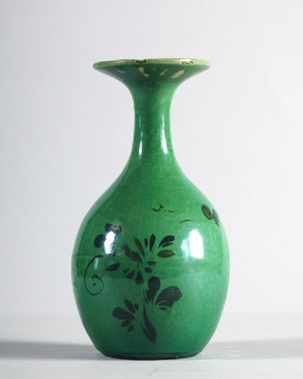 Vase with floral decorationfront