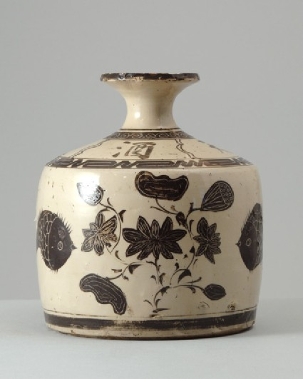 Wine bottle in the style of Cizhou ware with floral decorationfront